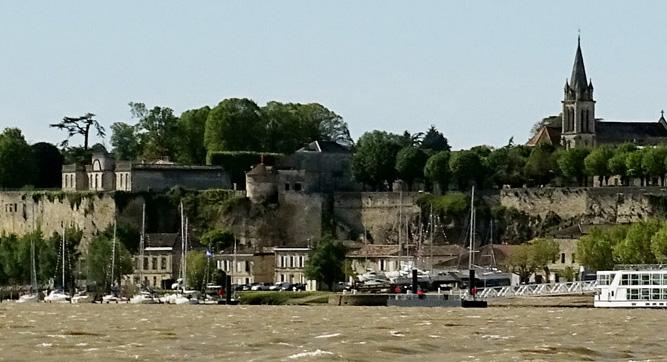 Bourg-gironde-estuaire